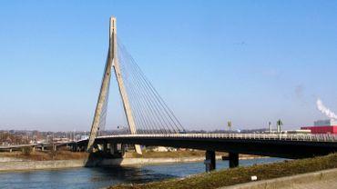 Le pont reliant Wandre à Herstal, en province de Liège.