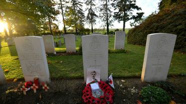 Des tombes datant de la Première guerre mondiale au cimetière militaire de Saint-Symphorien, en Belgique, le 6 novembre 2018