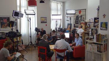 les coulisses du tournage du Livr(é)s à domicile de Charly Delwart dans le salon de Stéphane Peyhorgue