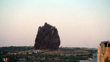 Explosion après un bombardement des rebelles dans la région d'Idleb en Syrie, le 24 mai 2014