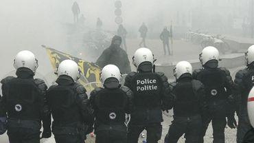 Marche contre le pacte de Marrakech: autopompes et lacrymogènes devant la Commission européenne
