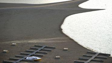 Les rives du Lac de la Gruyère (Suisse), de plus en plus souvent asséchées par les modifications climatiques liées au réchauffement..