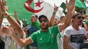 Des Algériens manifestent contre le pouvoir le 16 août 2019 dans la capitale Alger