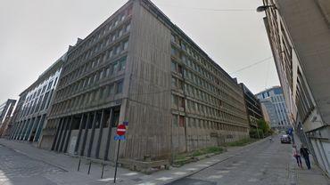 Les travaux de réhabilitation du 104 rue d'Arlon à Bruxelles ont commencé le 4 février et devraient faire revivre un bâtiment inoccupé depuis plus de 15 ans