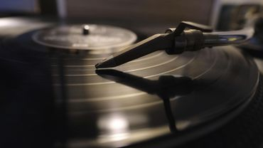 Si vous voulez écouter plus de 27 fois votre album préféré, il est plus écologique de l'acheter en CD ou en vinyle