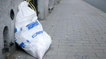 Les habitants des communes concernées par les perturbations sont invités, dans la mesure du possible, à rentrer leurs poubelles jusqu'à la prochaine collecte, à savoir le vendredi 31 janvier pour les sacs blancs et le mardi 4 février pour les bleus.