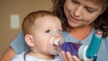 Bronchiolite chez bébé: le kiné, un réflexe à oublier