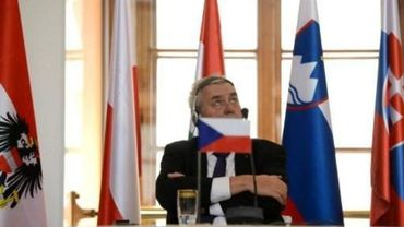 Le président tchèque Zeman soutient une pétition anti-immigration de son prédécesseur