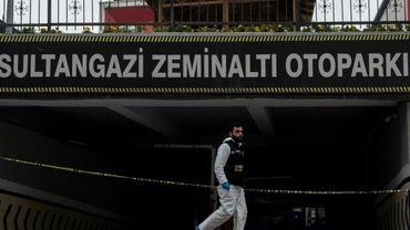Un policier scientifique turc devant un parking souterrain d'Istanbul où la police a retrouvé une voiture abandonnée appartenant au consulat saoudien, le 23 octobre 2018