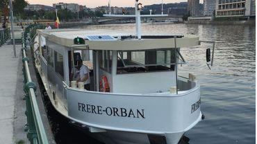 """Le """"Frère Orban"""" un tout nouveau bateau de passagers amarré quai Van Beneden"""
