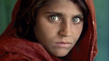 Steve McCurry - Sharbat Gula, Pakistan. À côté de ce portrait légendaire se trouvera la photo que McCurry a faite de cette même femme, 17 ans plus tard.