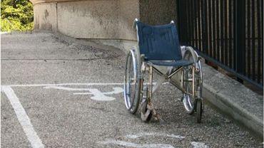 A Bastogne, le service d'aide précoce «Premiers pas» propose des ateliers de mise en situation de handicaps dans le cadre du projet d'éducation permanente «Do-it yourself» du centre culturel local.