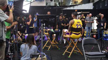 La star de NBA LeBron James lors d'une interview à Los Angeles