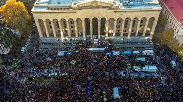 Manifestation d'opposants au gouvernement devant le Parlement à Tbilissi, en Géorgie, le 17 novembre 2019