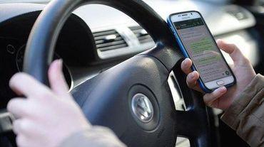 Près de 200 accidents par an en Région bruxelloise trouvent leur origine dans la distraction causée par l'usage du GSM.