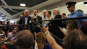 Les avocats Anatoly Kucherena, Vyacheslav Nikonov et Genry Reznik, la dirigeante du mouvement Soprotivlenie en faveur des droits humains Olga Kostina, l'Ombudsman Vladimir Lukin s'adressaient à la presse vendredi après leur réunion avec Edward Snowden.