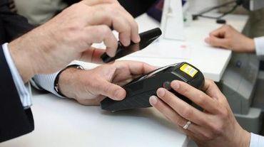 Worldline, filiale du groupe français Atos, et Visa Europe France annonce un partenariat pour une solution de paiement sans contact sur smartphone Android, alors que le lancement par Apple en septembre de son service Apple Pay pourrait généraliser cette pratique