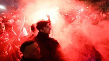 Les ultras du PSG mettent le feu à l'arrivée du car des joueurs