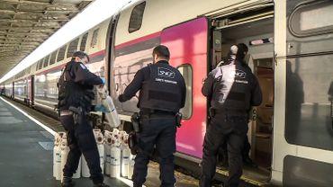 Coronavirus en France: un TGV médicalisé doit évacuer vingt patients infectés de l'Alsace où les hôpitaux sont saturés