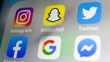 La caméra du téléphone de l'utilisateur se lance automatiquement à l'ouverture de la nouvelle application Threads afin de faciliter le partage de photos ou de vidéos