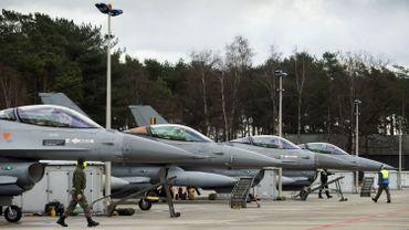 """Le parti d'opposition estime que la hiérarchie militaire manipule le dossier depuis des années afin de faire valider par le politique le remplacement des F-16 par les F-35 de l'avionneur américain Lockheed Martin, """"en connivence totale avec le ministre""""."""