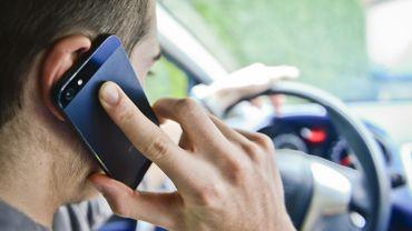 Australie: des caméras pour détecter l'utilisation de GSM au volant, actives jour et nuit