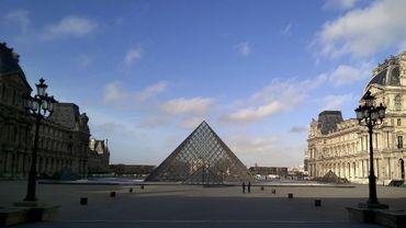 Le Louvre, musée le plus visité au monde, a dépassé la barre des dix millions de visiteurs en 2018, un chiffre inégalé pour un musée international de beaux-arts et d'antiquités, d'après sa direction.