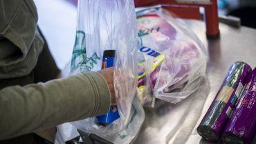 Les consommateurs japonais sont jusqu'à présent très friands d'emballages plastiques: le pays est même celui qui produit le plus de déchets plastiques au monde par habitant, après les Etats-Unis.