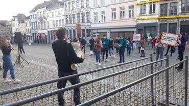 Mons : Une cinquantaine d'étudiants manifestent pour leur finançabilité