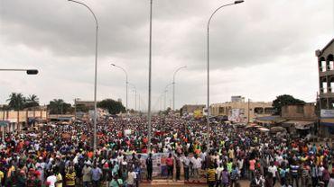 Plusieurs milliers de personnes se sont rassemblées mercredi dans les rues de la capitale ainsi que dans d'autres villes du centre et nord du pays, à l'appel de l'opposition pour demander le départ du président Faure Gnassingbé et le retour à la Constitution de 1992.