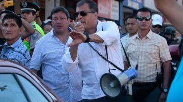 Le président Rafael Correa en visite le 19 avril 2016 à Montecristi après le séisme en Equateur