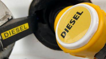hausse du prix du diesel il n 39 y a qu 39 en italie que le diesel est plus cher. Black Bedroom Furniture Sets. Home Design Ideas