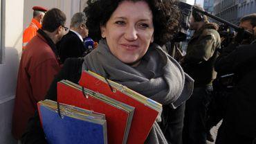 Annemie Turtelboom (Open-VLD) est nommée ministre de la Justice.