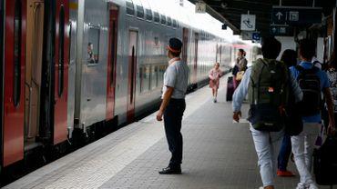 La Société des chemins de fer invite à voyager via Gand ou Louvain
