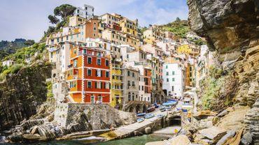 """Le sentier rocailleux reliant les villages est présenté comme un """"must"""" dans les guides touristiques"""