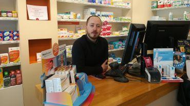 Björn Steegen est un pharmacien ambulant qui remplace ses collègues absents dans leurs officines.