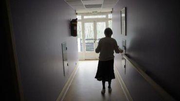 Une femme française malade d'Alzheimer.