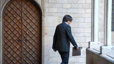 """Carles Puigdemont risque 30 ans de prison en Espagne """"mais il n'est pas en Belgique pour se cacher"""""""
