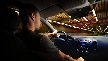 Les lunettes de soleil à verres jaunes ne protégeraient pas les conducteurs nocturnes.