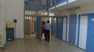 Les prisonnniers qui en ont le droit sont opbligés de voter