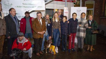 Le prince Laurent et sa famille ont visité les sans-abri logés avec leurs chiens
