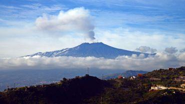 L'aéroport de Catane fermé en raison du nuage de cendres de l'Etna
