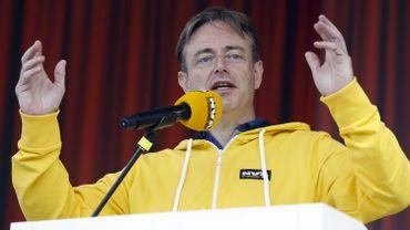 """Face à un """"bashing"""" anti-N-VA, Bart De Wever oppose la cohésion de son parti"""