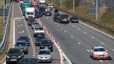 La circulation sur l'E19 en direction de Bruxelles est déviée localement et il est recommandé d'emprunter plutôt l'autoroute A12 depuis Anvers vers la capitale.