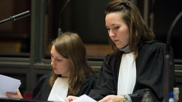L'avocate Karina Ganeeva (à droite) photographiée durant le procès d'assises de Rachid El Boukhari ce vendredi 5 décembre 2014.