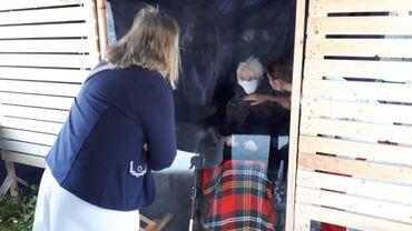 Comines: un sas extérieur pour permettre les visites en maison de repos