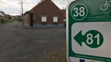 """Les """"balises"""" points noeuds  guident les cycliste à travers 1.600 kms d'itinéraires cyclables en Wallonie Picarde et 880 kms dans les régions de Mons-Borinage et du Centre"""