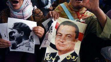 Des manifestants défilent pour soutenir l'ancien président égyptien Hosni Moubarak au Caire, le 5 novembre 2015.