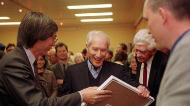 Henry Bauchau en 1997 (au centre de la photo)