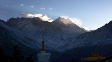 Une Indienne gravit l'Everest deux fois en une semaine, un record